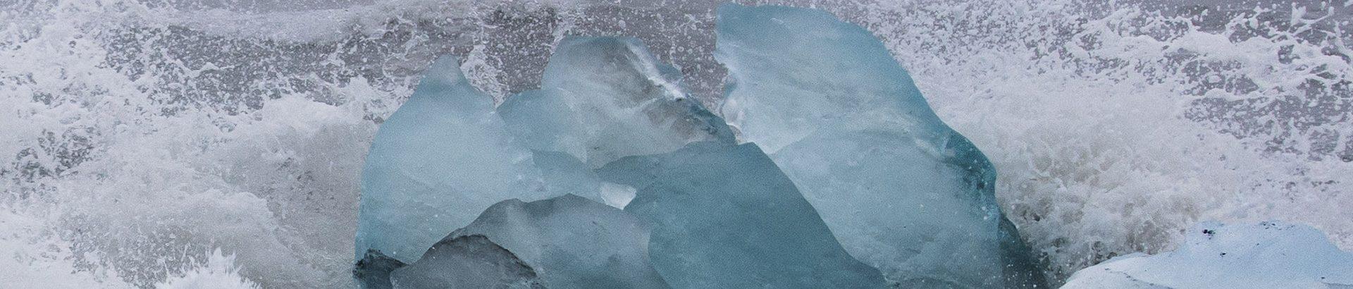 Vue sur un iceberg du Jokulsarlon en Islande